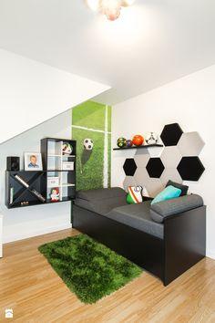 Pokój małego piłkarza - Mały pokój dziecka dla chłopca dla malucha, styl nowoczesny - zdjęcie od Inside Story