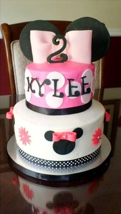 Minnie Mouse Cake Minnie Mouse Theme, Minnie Mouse Cake, Mickey Mouse Parties, Minnie Birthday, Birthday Stuff, Birthday Fun, Birthday Party Themes, Birthday Ideas, Mini Mouse