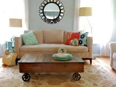 pallets as a coffee table or kids craft table on wheels!
