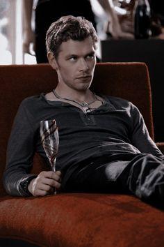 Klaus The Originals, Vampire Diaries The Originals, The Orignals, Vampire Diaries Memes, Klaus And Caroline, Vampire Daries, Hottest Guy Ever, Photography Poses For Men, Joseph Morgan