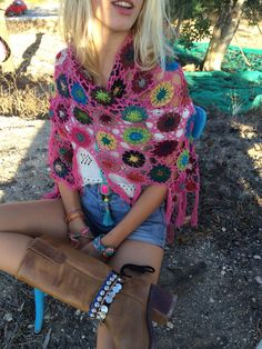 Flower power croched poncho handmade in Ibiza by AUROBELLE on Etsy, €55.00