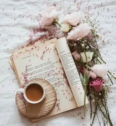 Flower Aesthetic, Book Aesthetic, Aesthetic Vintage, Aesthetic Photo, Aesthetic Pictures, Flat Lay Photography, Coffee Photography, Morning Photography, Photography Ideas