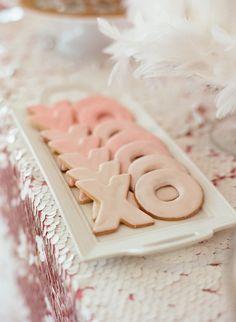 XOXO Valentine's Day wedding cookies, pastel pink wedding cookies, feather wedding table decor Unique Bridal Shower, Bridal Showers, Bridal Shower Favors, Wedding Favors, Wedding Day, Wedding Desserts, Wedding Season, Trendy Wedding, Wedding Reception