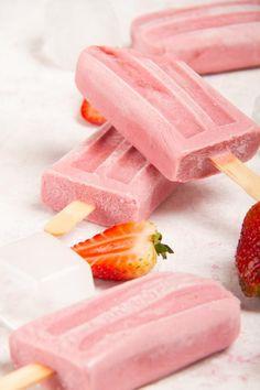3 Ingredient Keto Strawberry Creamsicle Popsicles – BEST Keto Vegan Strawberries and Cream – {Easy – NO Bake} NO Sugar Low Carb Recipe - Keto suppe Low Carb Desserts, Low Carb Recipes, Vegetarian Recipes, Dessert Recipes, Snack Recipes, Dinner Recipes, Keto Vegan, Keto Fruit, Comida Keto