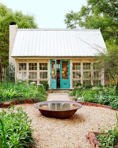 Charming chic she shed backyard artist studio of antiques dealer Barbara Adkins. Come explore She Shed Chic, Potting Shed House Of Turquoise, Turquoise Door, Teal Door, Studio Shed, Dream Studio, Backyard Studio, Backyard Retreat, Backyard Ideas, Patio Ideas