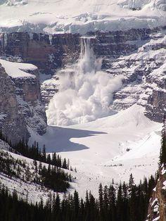 An avalanche in progress, Lake Louise, Banff National Park, Canada. Banff National Park, National Parks, Lac Louise, Beautiful World, Beautiful Places, Beautiful Scarves, Amazing Places, Alaska, Lake Louise Banff