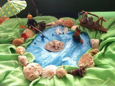 Zomerseizoentafel met vissers bij een meer met beeldjes van Noor (11) en Riemer (10)
