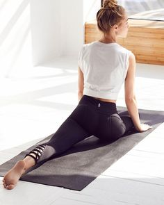 Shop cute and colorful yoga clothing from Free People. Our chic yoga wear will keep you looking fabulous and feeling comfortable on and off your mat. Yoga Bewegungen, Yoga Pilates, Yoga Dance, Pilates Reformer, Vinyasa Yoga, Yoga Flow, Yoga Fashion, Fitness Fashion, Yoga Fitness