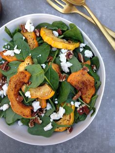 Acorn Squash Spinach Salad is loaded with chipotle dusted acorn squash, blue cheese, pecans and a honey balsamic vinaigrette! This is perfect for fall. Healthy Salad Recipes, Veggie Recipes, Fall Recipes, Great Recipes, Vegetarian Recipes, Cooking Recipes, Thanksgiving Recipes, Thanksgiving Holiday, Cooking Food