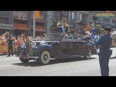 SS.MM. los Reyes durante el recorrido del Congreso de los Diputados al Palacio Real - YouTube