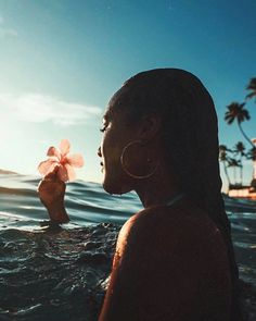 How to Take Good Beach Photos Photo Pour Instagram, Summer Photography Instagram, Photo Lovers, Beach Poses, Beach Photography Poses, Summer Aesthetic, Summer Photos, Beach Pictures, Hawaii Pictures