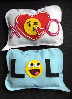 Text Message Pillows! | Read the tutorial at Library Arts