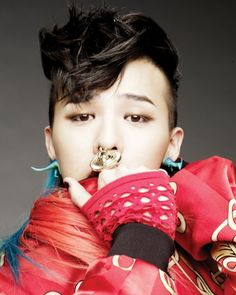 His dinosaur earring is fucking wicked!!! this is much better than #GDmushroom XD