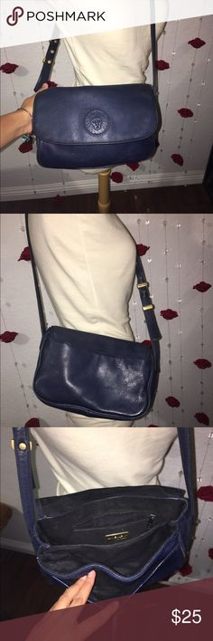 Anne Klein navy blue purse Anne Klein navy blue purse with three pockets inside and one in the back, good condition no rips or tears. Very convenient purse with a lot of different areas you can put things Anne Klein Bags Shoulder Bags