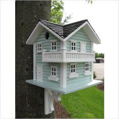Eu adoro casinhas pra passarinhos,tenho verdadeira paixão. Das mais simples e originais como aquelas feitas de cabaça... Mas tem muito passa...