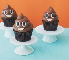 This past week has been one of the shittiest in human existence. So there's no better time to bring you a recipe for poop emoji cupcakes. Cupcake Emoji, Emoji Cake, Poo Emoji Cupcakes, Fun Cupcakes, Cupcake Cookies, Simple Cupcakes, Breakfast Party, Bolo Toy Story, Cake Tins