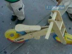 Empresario chihuahuense fabrica bicicletas y juguetes de madera