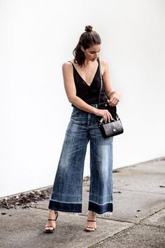 sara donadson - look - pantacourt - jeans - trend Denim On Denim, Denim Look, Wide Leg Denim, Wide Legs, Denim Fashion, Look Fashion, Fashion Outfits, Fashion Trends, Fashion Bloggers