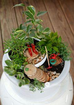Stunning 30+ Mini Garden on Small Space https://gardenmagz.com/30-mini-garden-on-small-space/