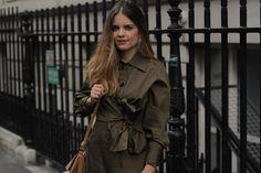 Un vestido que se parece a una gabardina o una gabardina con forma de vestido? Hoy os enseño cómo combinar este vestido 'trench' de @zara de nueva colección... (Tenéis el link directo al post en biografía). Feliz viernes!  .  NEW POST UP ON THE BLOG!  (Link in bio). Have a nice day!  #fashionblogger #fashionworld #fashionaddicted #life #lifestyle #fashiondiaries #fashionblog #newpost #newlook #newoutfit #newclothes #clothes #moda #comunicación #fashion #London #mylife #stylish #mystyle…