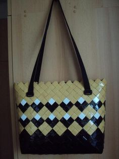 Paper Chains, Modular Origami, Candy Wrappers, Candy Bags, How To Make Handbags, Camping Crafts, Handmade Bags, Diy Art, Purses And Bags