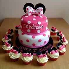 Minnie Mouse cake and cup cakes
