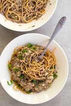 Koko perheen soijarouhe spagetti - Vege it! Japchae, Spaghetti, Food And Drink, Ethnic Recipes, Noodle