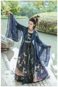 my hanfu favorites Traditional Chinese Hanfu. Chinese Clothing Traditional, Traditional Fashion, Traditional Dresses, Hanfu, Kimono Tradicional, Mode Kimono, Mode Kawaii, Looks Chic, Fantasy Dress