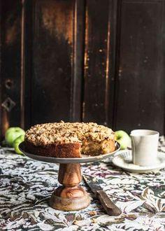 Omenakakun salaisuus on omenalajikkeessa ja marsipaanissa. Vegan Treats, Vegan Foods, Fall Baking, No Bake Desserts, Baking Recipes, Baking Ideas, Sweet Tooth, Recipies, Food And Drink
