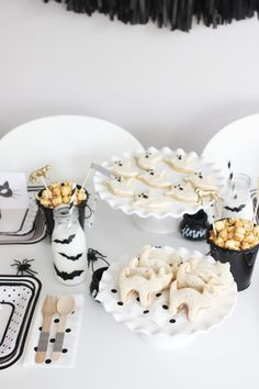 bright & bold: SPOOKY HALLOWEEN PARTY.