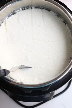 Instant Pot Easy, Soft Homemade Mozzarella **Looks like a lot of work, but she gives good tips and instructions** Power Pressure Cooker, Instant Pot Pressure Cooker, Pressure Cooker Recipes, Pressure Cooking, Pressure Pot, Nem Nuong, Fromage Vegan, Do It Yourself Food, Cheese Recipes