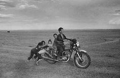 Cudlínovy snímky ve Špálově galerii - Galerie - Photo Report, Mongolia, Portrait Photo, Photography, Skulls, Motorcycles, Death, Google, Photos