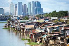 Slum dwellings of poor Filipinos against a backdrop of skyscrapers in a business district in Metro Manila, Makati.(photo-credit-skillstoserve-com.jpg 580×387)