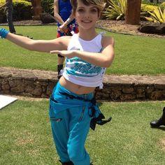 Camren giving her belly-button a little exercise. Camren Bicondova, Fandoms, Dance Pictures, Catwoman, Gotham, Marvel Dc, American Actress, Kpop Girls, Actors & Actresses
