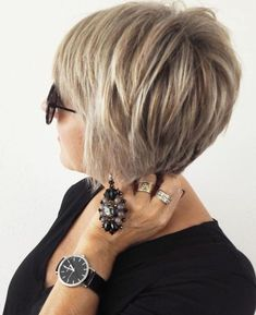 Feathered Blonde Balayage Pixie For women who are constantly on the go, fussing about hair styling is just the added stress. With this stacked pixie cut ideal for thin hair, you'll have a style that's ready to go any moment. The feathered layers give t Short Hair With Layers, Short Hair Cuts For Women, Short Hairstyles For Women, Thin Hair Styles For Women, Short Cuts, Modern Haircuts, Modern Hairstyles, Bob Hairstyles, Bob Haircuts