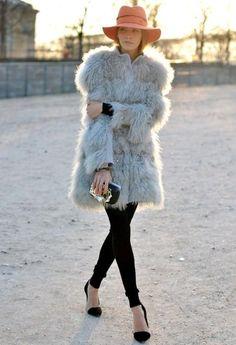Paris fashion week (SS'13), leggins + fur coat...