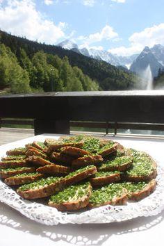 Schnittlauchbrote - Brotzeit zum Hochzeitsempfang auf der Seeterrasse am Riessersee - Hochzeit in Bayern