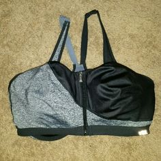 Knockout sports bra by VS Excellent condition, only wore 2 times! Fits amazing! Perfect for work outs!, almost like new PINK Victoria's Secret Intimates & Sleepwear Bras