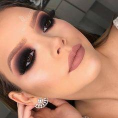 Black Smokey Eye, Professional Makeup, Insta Makeup, Foto E Video, Septum Ring, Instagram, Earrings, Jewelry, Beauty