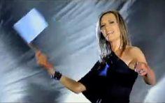 Juanita du Plessis WIT VLAG die top liedjie wat in die kar op pad huis toe gespeel word