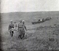 Bringing in British casualties after the Battle of Spion Kop on January 1900 in the Boer War British Soldier, British Army, War Photography, Vintage Photography, Vintage Dance, Armed Conflict, British Colonial, African History, Military History