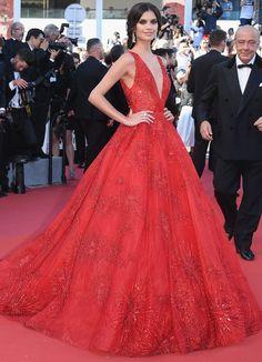 O Festival de Cannes 2017 chegou ao fim. O evento é importante para a indústria cinematográfica, mas as atenções também ficam voltadas aos looks glamurosos.