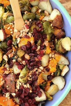 This is a a fool-proof roasted vegetable medley. All you need is seasonal produce: butternut squash, carrots, potatoes, Brussels sprouts and poblanos. Veggie Dishes, Vegetable Recipes, Side Dishes, Heath Dinner, Kitchen Recipes, Cooking Recipes, Homemade Chorizo, How To Cook Chorizo, Health Meals