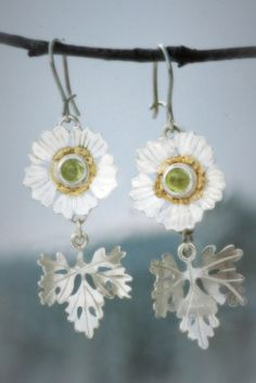 Earrings | Paarma Design  Glacier buttercup Hardiest plant graces northernmost snow-bed sites. Sterling, peridot and gold nuggets   www.paarmadesign.fi Flora, Diy Jewelry Inspiration, Hardy Plants, Buttercup, Peridot, Finland, Crochet Earrings, Tutorials, Snow