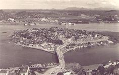 Fotos antigas de Vitória... - SkyscraperCity Ilha do Principe na década de 50. Hoje deixou de ser ilha. A ponte que está em primeiro plano ainda existe mas funciona como viaduto, já que o mar em baixo dela foi aterrado