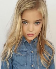 Find images and videos about fashion, beautiful and style on We Heart It - the app to get lost in what you love. Teen Models, Young Models, Child Models, Beautiful Little Girls, Beautiful Children, Top Mini, Little Girl Models, Preteen Girls Fashion, Cute Young Girl