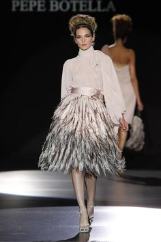 Organzas y plumas en la colección 2013 vestidos de fiesta de Pepe Botella  #weddingguest #vestidodefiesta #vestidosinvitadas #tendenciasdebodas