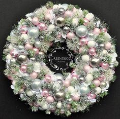 Roz i szarosci ♡ #Wianek #wiankigreendeco #wrearths #wreathhome #wreathchristmas #christmasflowers #christmas #xmas #bozenarodzenie #wnetrza #homesweethome #homeandyou #homedecor #decorationschristmas #decorations #greendeco #shoponline #pink #scandinavian #shabbychic #glamour #design #winter #snow #christmastime #designe #dekoracje #dodatkidodomu #ozdobyswiateczne