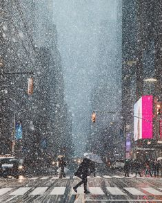 Snow storm in New York City. New York NYC New York City Travel Honeymoon Backpack Backpacking Vacation Budget Off the Beaten Path Wanderlust New York Noel, New York City, A New York Minute, New York Christmas, Christmas Time, Concrete Jungle, City Photography, Winter Scenes, City Lights