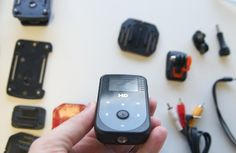 Chegou no INFOlab, com exclusividade, mais uma câmera de esporte. Desta vez é da marca Dazz. A Sport Full HD (modelo DZ-651174) tem ângulo de visão de 170 graus e possibilidade de gravação em 1080p, até debaixo d'água com o uso de caixa estanque. Ela já vem com muitos acessórios na caixa e tem a disposição alguns suportes especiais.